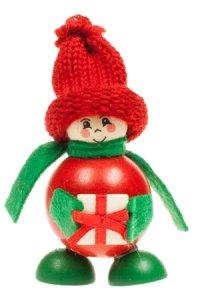 Anhänger Winterjunge mit grünem Schal und Geschenk