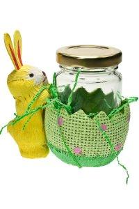 Häschen mit Eierbecher